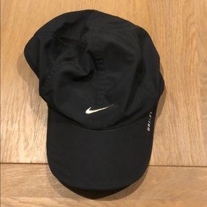Nike featherflight Dri fit hat